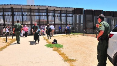 At 2 p.m. Border Patrol agents asked participants to leave the Friendship Park area immediately after communion.