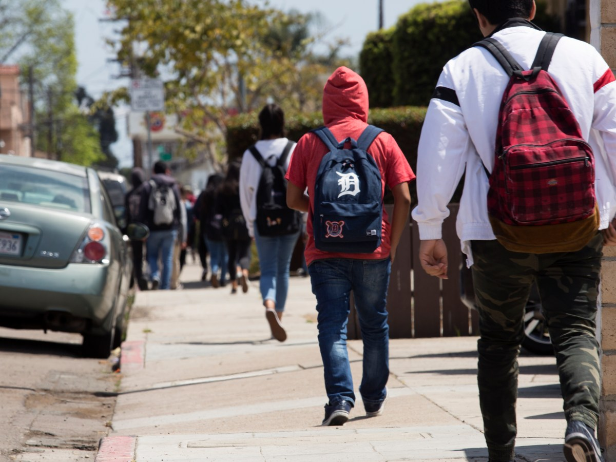 Students shown leaving the Hoover High School campus on May 31, 2018. (Megan Wood/inewsource)