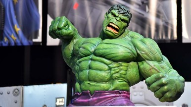 A large Hulk is on display at the Gentle Giant Ltd. booth in the exhibit hall.