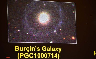 Dr. Burçin Mutlu-Pakdil show an image of a new galaxy named after her at San Diego Comic Fest.