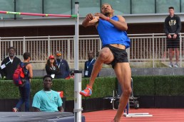 Roderick Townsend-Roberts focuses eyes on bar during meet in which he breaks his own IPC world record.