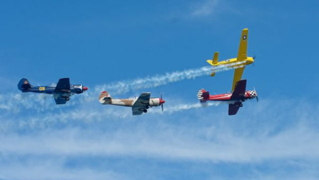San Diego Salute members fly in formation