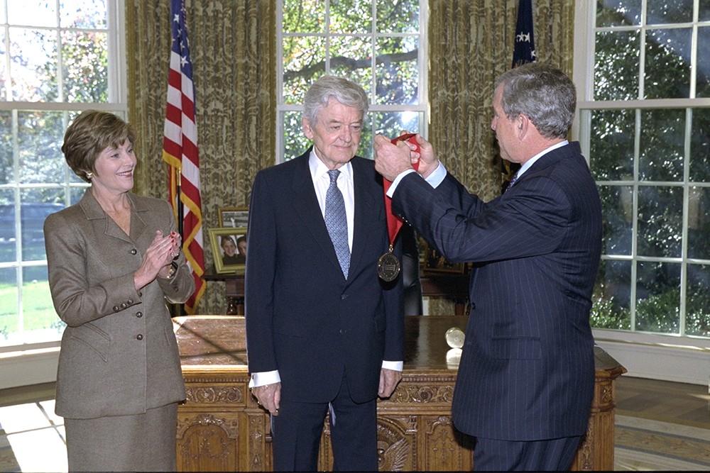 Hal Holbrook with President George W. Bush