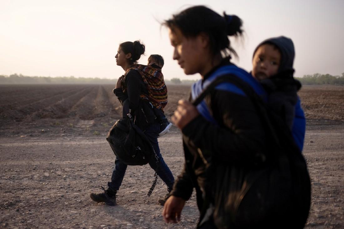 Migrants mothers and children in Texas