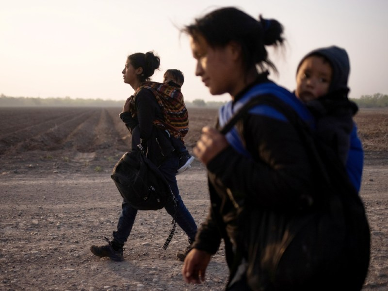 Migrants mothers and children in Texas