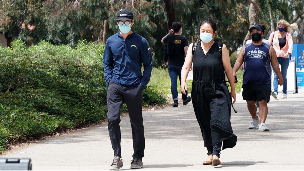 Mask wearing is required on the UC San Diego campus. Photo by Chris Stone