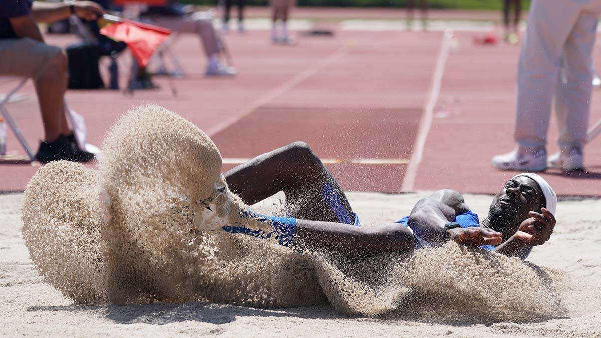 Marquis Dendy finished second in the long jump at 27-2 1/2.