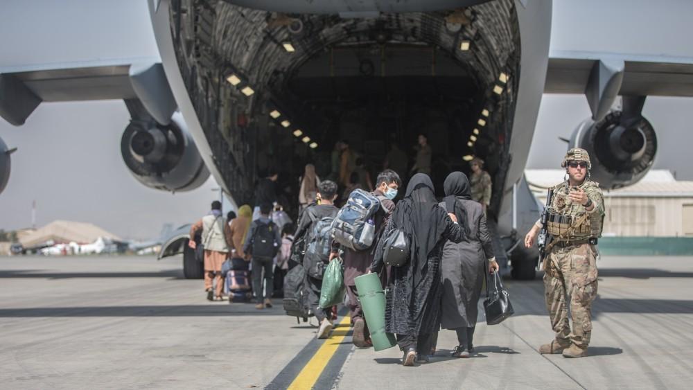 Afghan families board transport