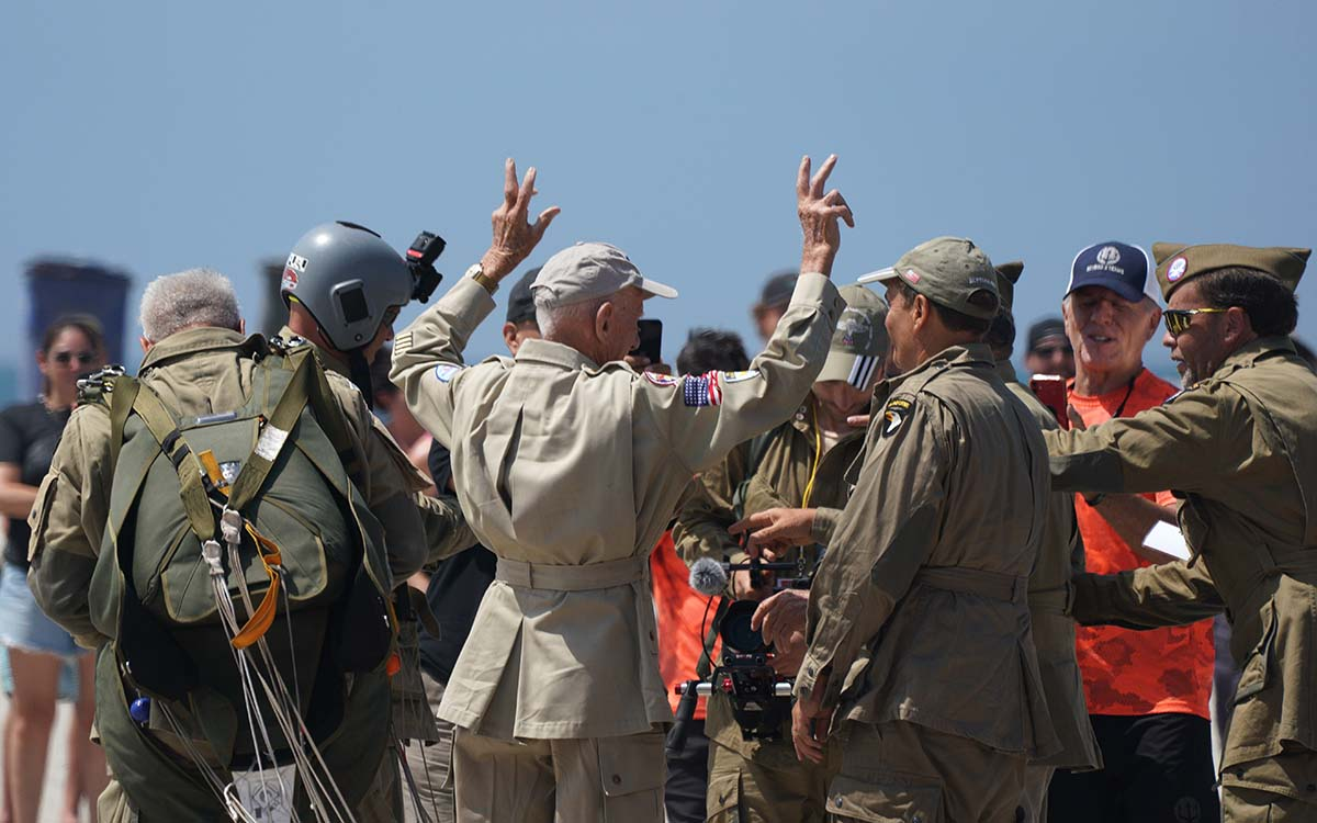 Tom Rice holds up victory signs after he lands on the beach in front of the Hotel Del Coronado. Photo by Chris Stone