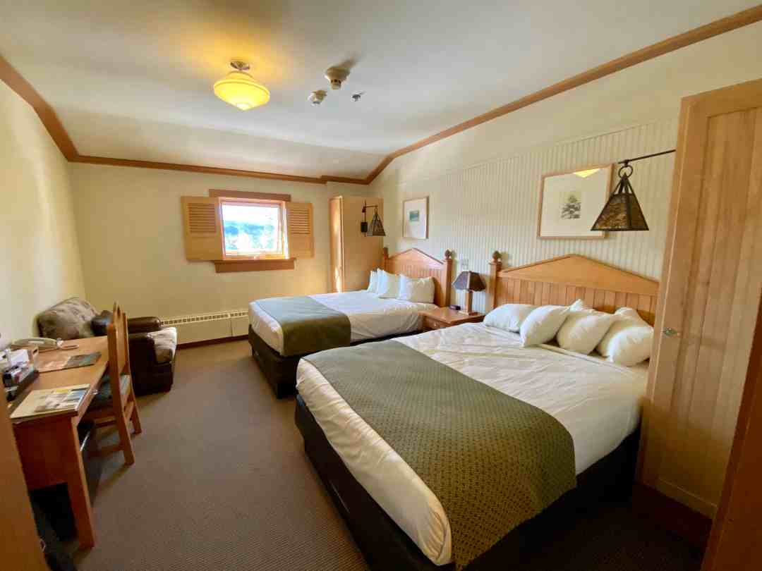 Old Faithful Snow Lodge Hotel Room