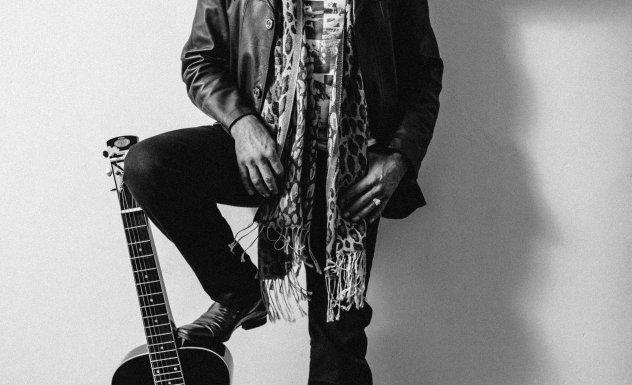 Tim Hulsman Foot-On-Guitar