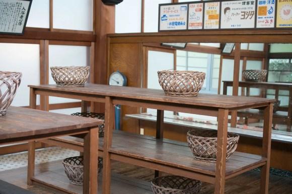 """Umkleideraum im traditionellen Badehauses """"Kodakara-yu"""" im Edo-Tokio Freilicht-Architektur-Museum."""
