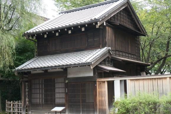 Alte japanische Schneidereistube im Edo-Tokio Freilicht-Architektur-Museum