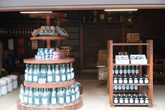 """Soya-Soßen und Likör Geschäft """"Kodera"""" im Edo-Tokio Freilicht-Architektur-Museum."""