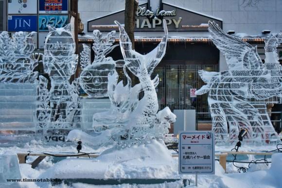 Bild einer Meerjungfrauen Eisskultpur in Sapporo