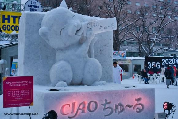 """Bild einer Katzen-Schneeskulptur beim Yuki Matsuri von """"Ciao Churu"""""""