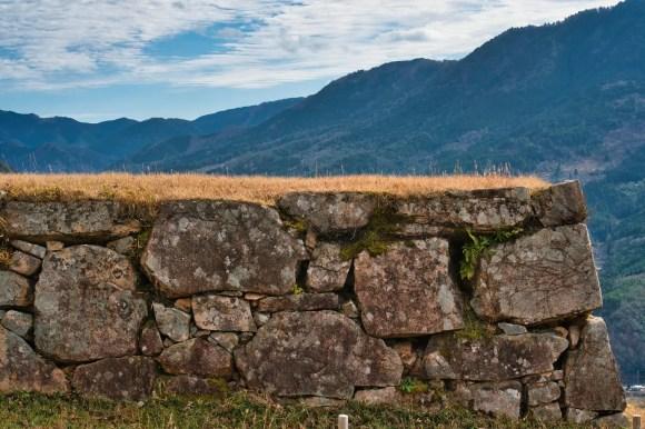 Bild des Steinwalls der Burg Takeda