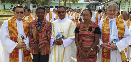 2016.08.Fr Side with parents, Fr Heng and Fr Bryne