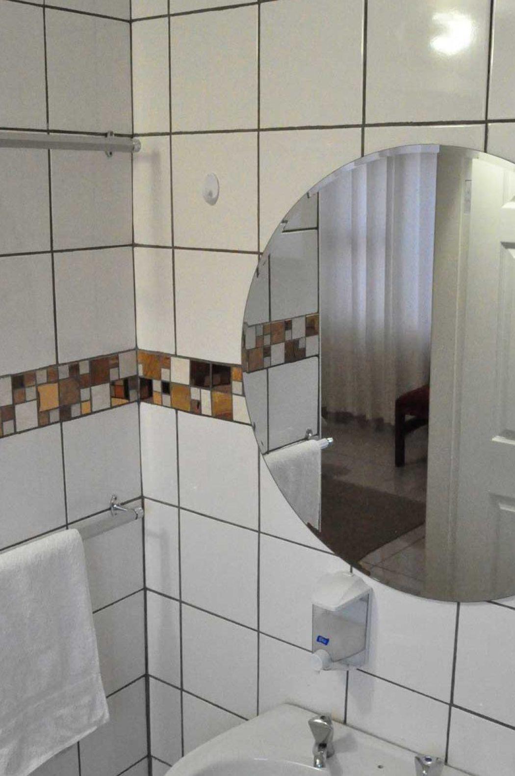 Timoslodge_Bathroom_Mirror