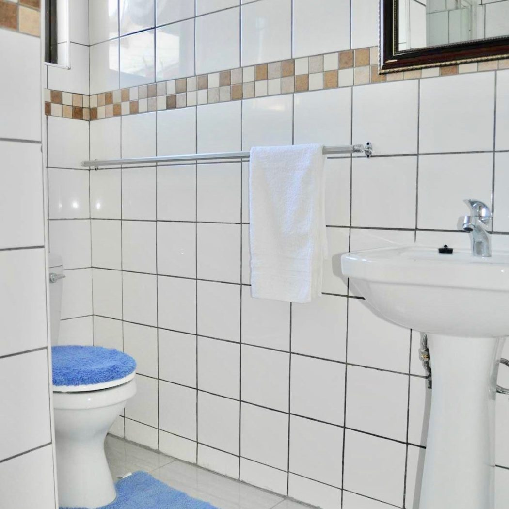 Timoslodge_Bathroom_Mirror2