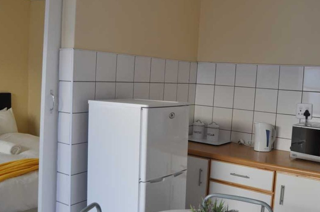Timoslodge_Double_Bed_&_Kitchen