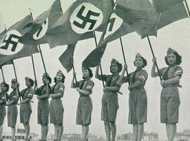 Japanese_young_ladies_stage_show_for_Hitlerjugend_1938
