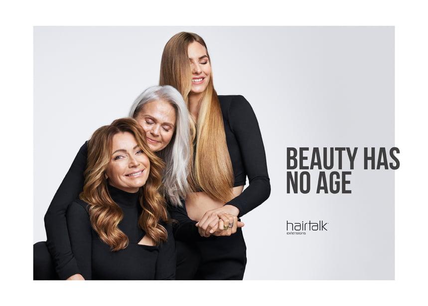 Tre kvinnor i olika åldrar som har extensions från Hairtalk