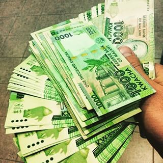 MAN CAUGHT WITH FAKE BANK NOTES