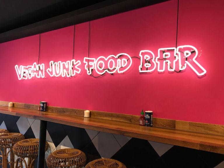 vegan food junk bar ontbijt lunch eten amsterdam oost