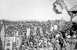 The crowd at the blessing ceremony, Notre Dame de Lorette, 21 May 1922