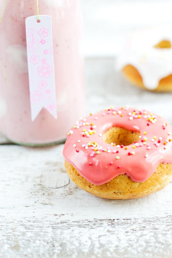 Mini-Donuts mit Erdbeermilch