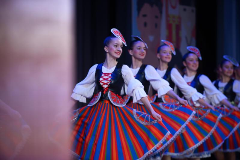 Народные танцы мира исполнят артисты из поселка Знамя Октября. Фото: архив