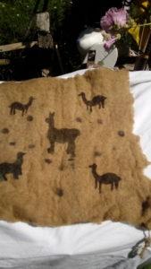 Pochoirs Llamas sur feutre teint à l'eucaliptus 28 Euros