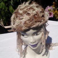 Bonnet alpaga naturel et soie teinte naturel jaune, filé main, crochet