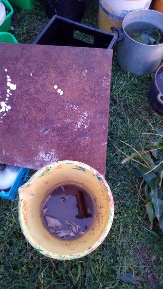 Seau de soupe de clous. lors d'un atelier à Santa Fe, Argentine
