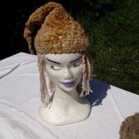 Bonnet, laine fine, filée main, teinture naturelle, barba de palo, crochet