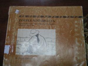 Livre sur les teintures naturelles de la Cordillère des Andes