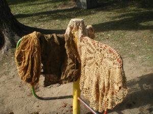 Teinture à l'oignon sur laine et coton