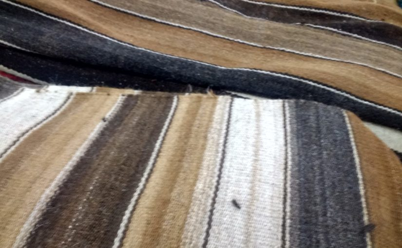 Couvertures anciennes provenant du Pérou en laine de camélidés non teintes