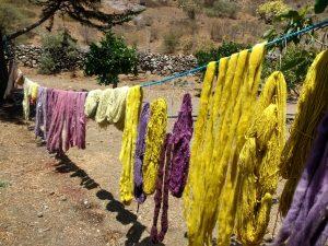 Formations chez Solange, laines teintes