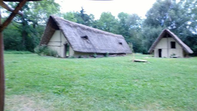 Deux autres maisons du Village Lacustre