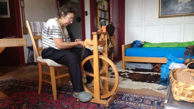 Filature au rouet chez Doris et Martin
