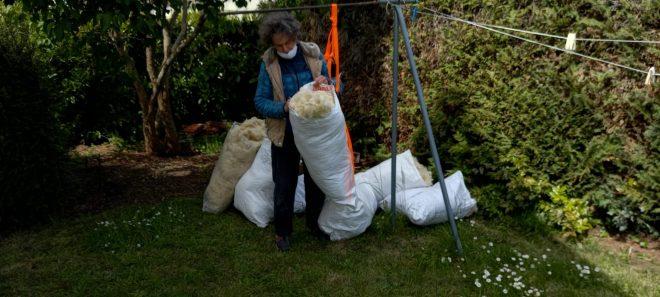 Pesage des matériaux pour ce matelas de laine