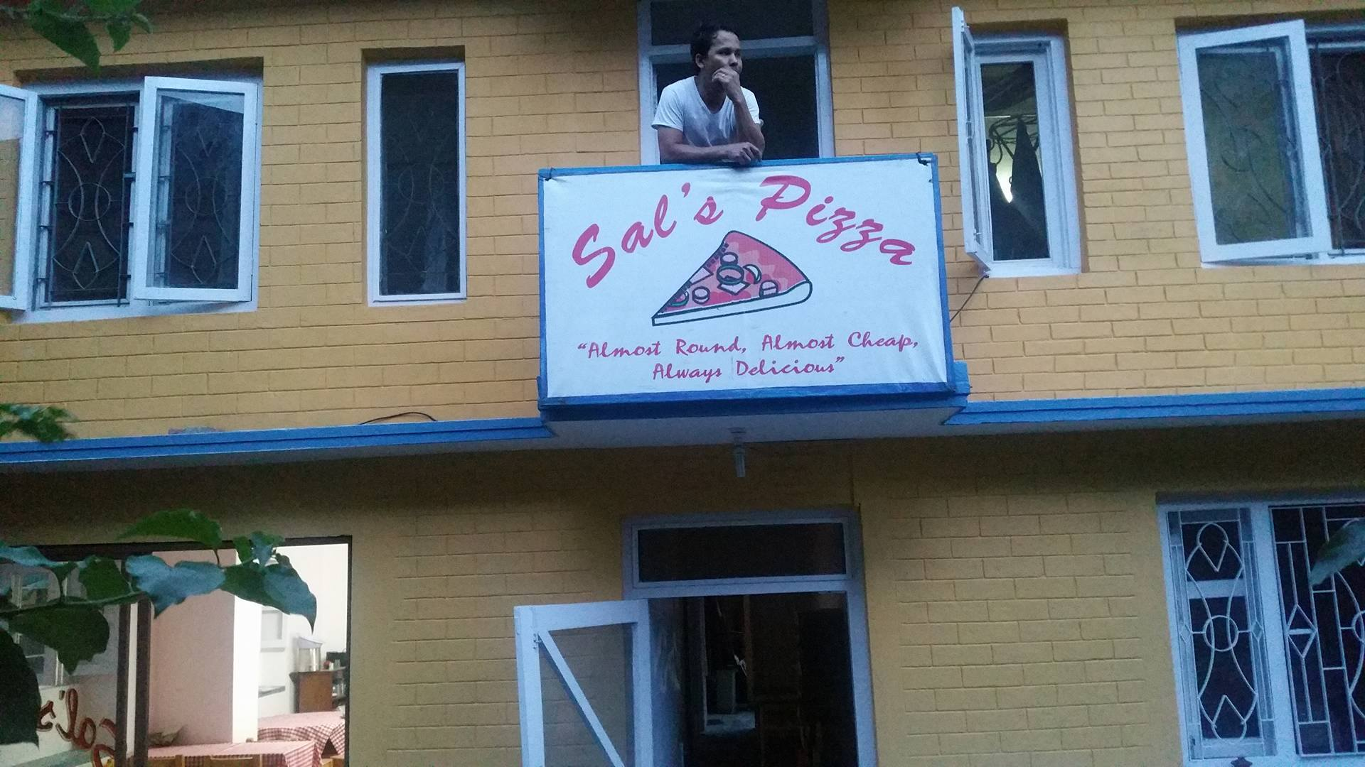 Sal's Pizza moves to a new & spacier house