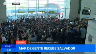 Salvador Sobra arriving at the airport