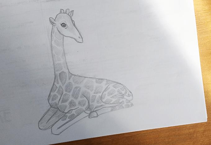 Girafa sentada feita em lápis