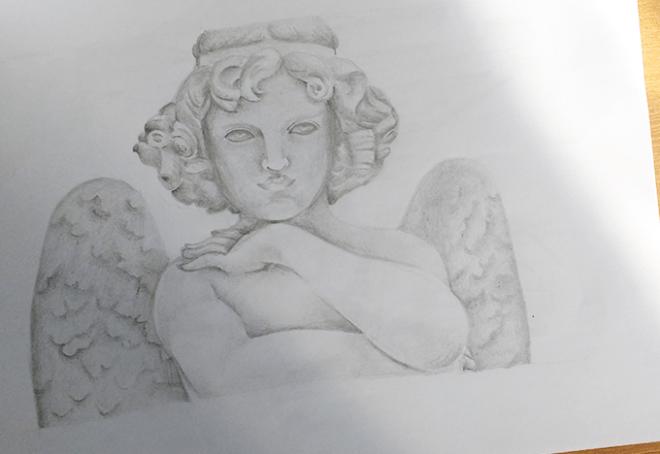 Estátua de anjo feita em lápis