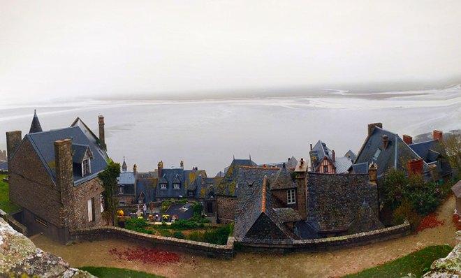 Vista do mar e das casas de Monte Saint-Michel