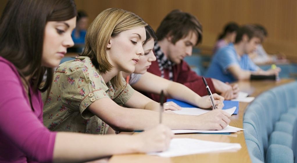 Vì sao học sinh ngày nay lại có kỹ năng viết kém như vậy? (Ảnh từ Parents Magazine)