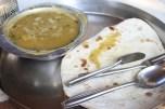 """""""gobova"""" juha in naan, čeprav sem vsakič dobila enako juho, ki ni bila nič od naštetega na meniju :)"""
